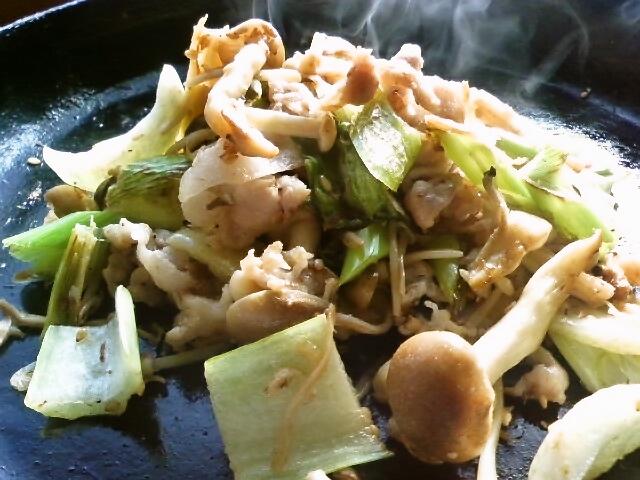 お弁当にもOK♪キノコと青梗菜の炒め物