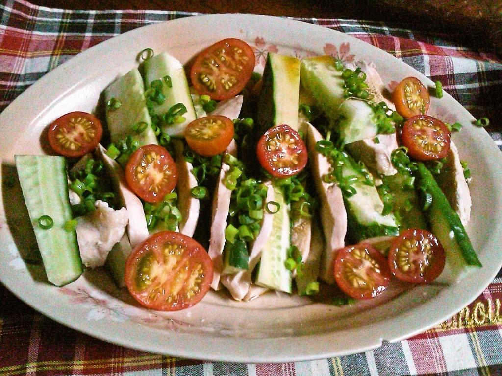 キュウリと鶏をさっぱりと♪鶏胸肉の中華風サラダ